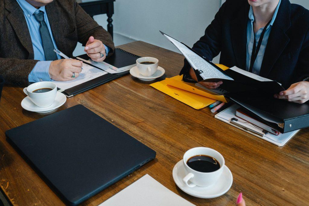 Reunião sobre consultoria de negócios